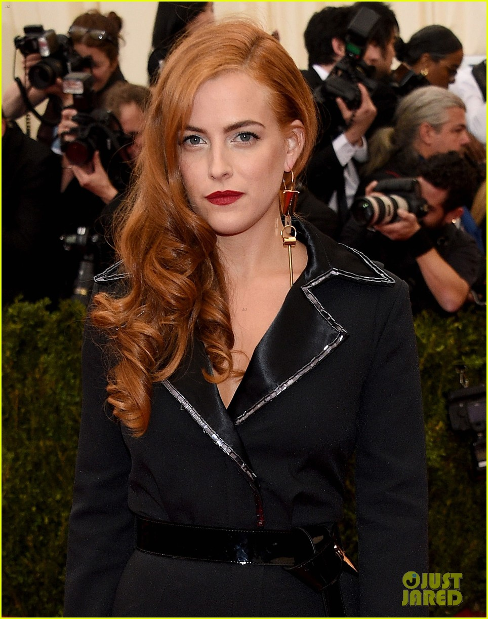 riley keough met ball 2014 red carpet 03