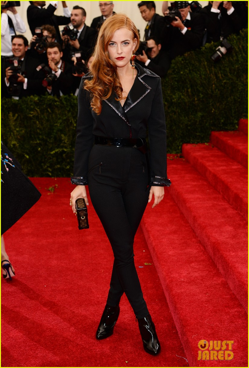 riley keough met ball 2014 red carpet 043106343