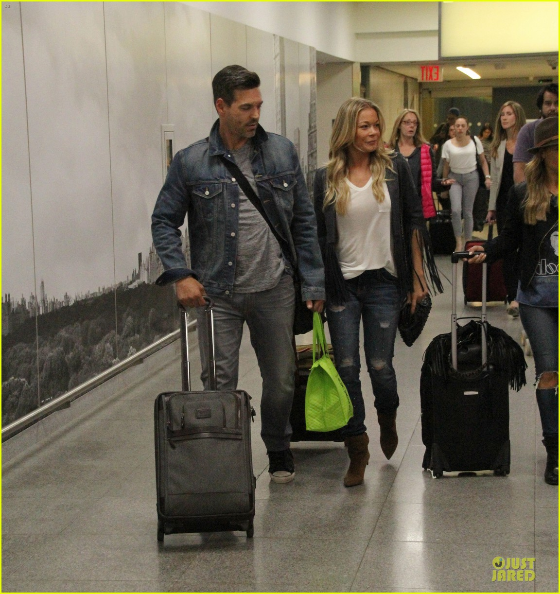leann rimes eddie cibrian denim pair in nyc 03