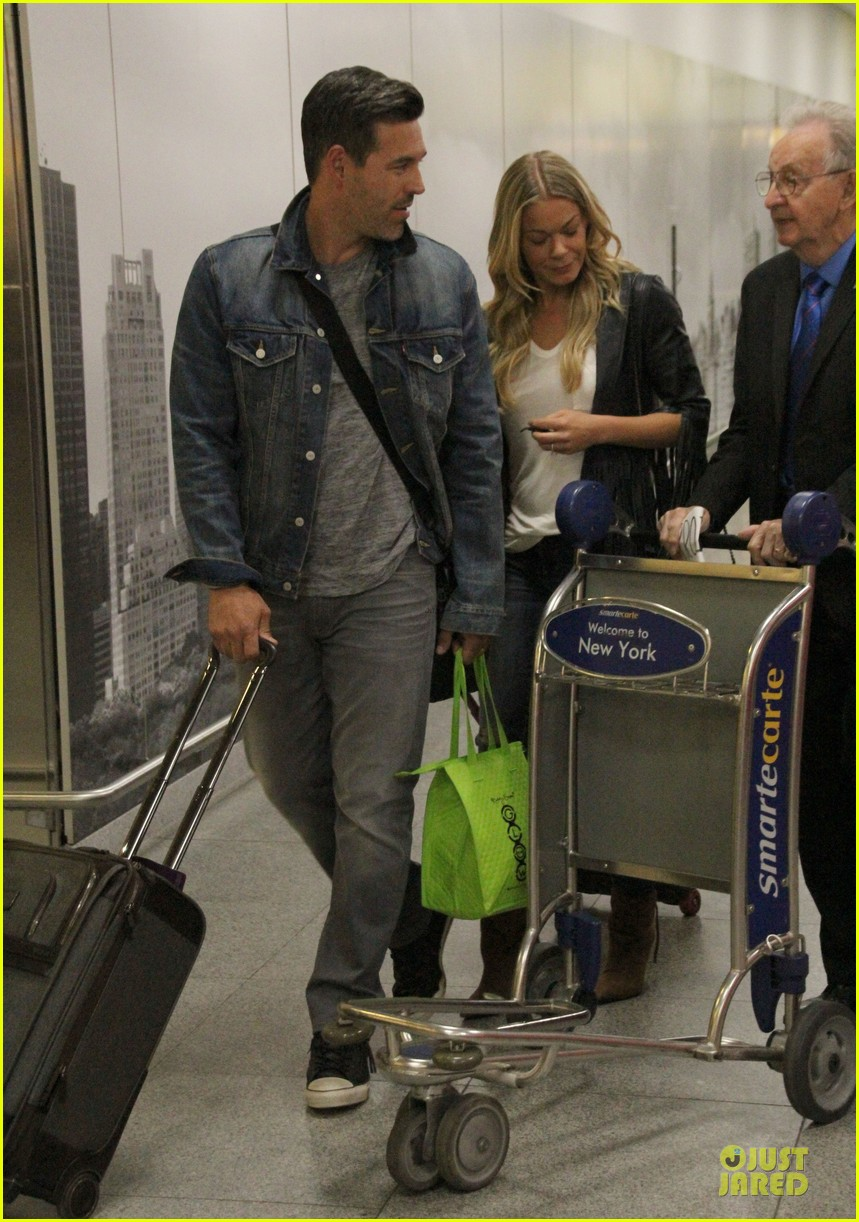 leann rimes eddie cibrian denim pair in nyc 06