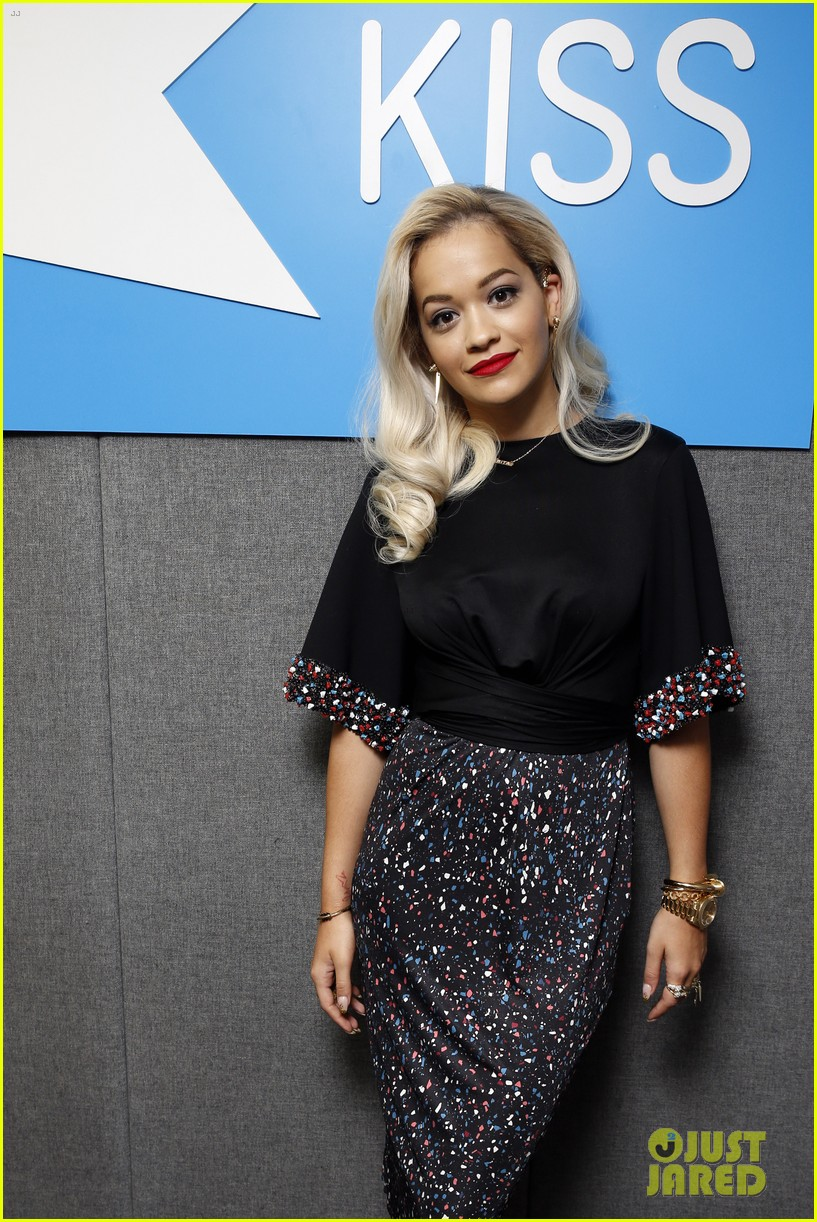 rita ora celebrates no 1 single topless 10
