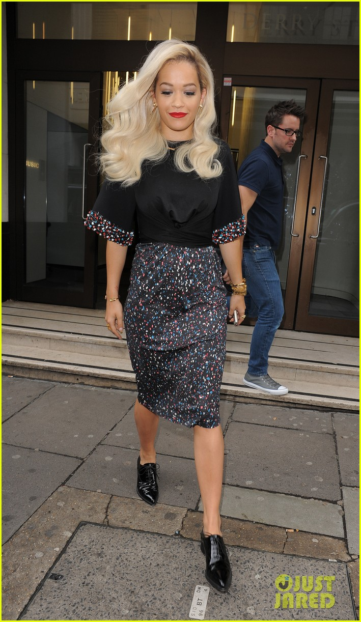 rita ora celebrates no 1 single topless 223112914