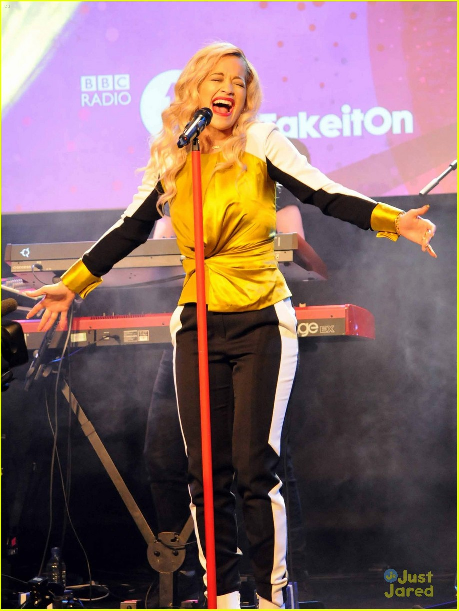 rita ora performs queen margaret union 21