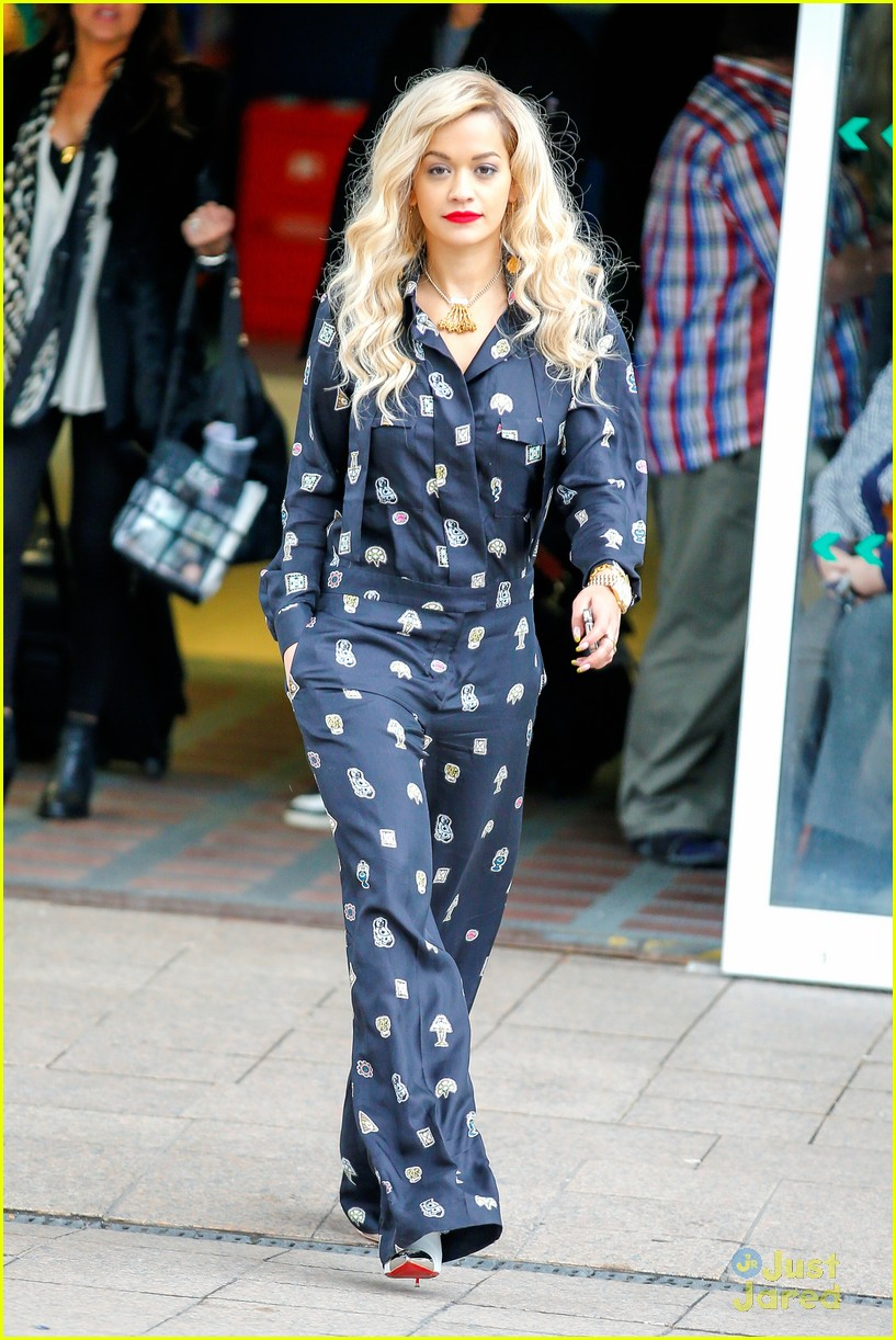 rita ora performs queen margaret union 22