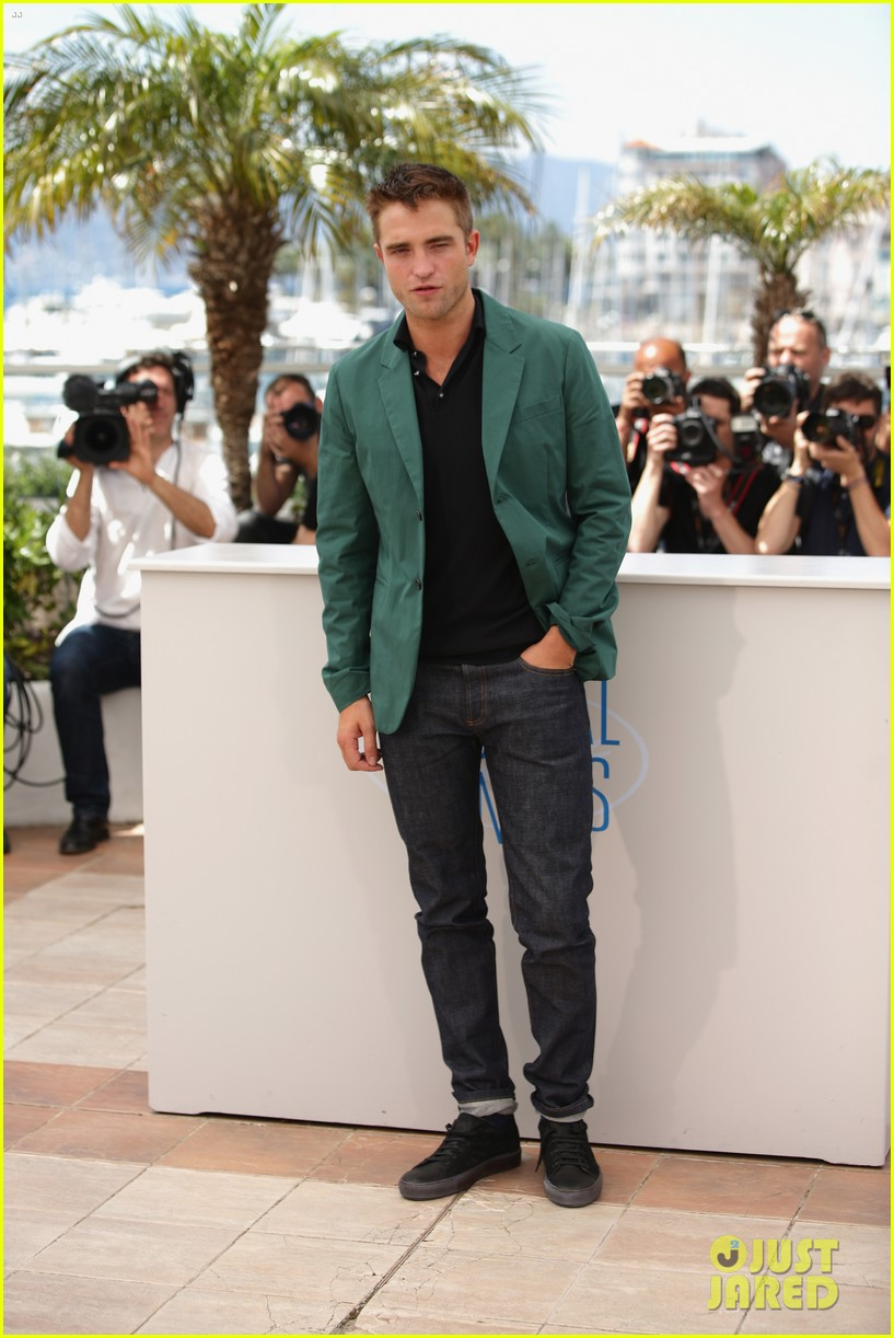robert pattinson the rover photo call cannes 04