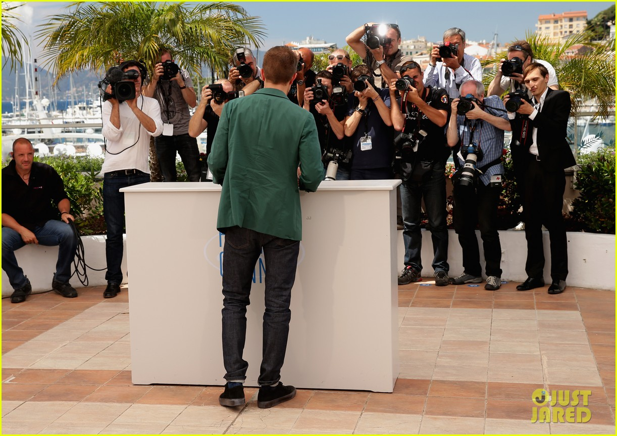robert pattinson the rover photo call cannes 19