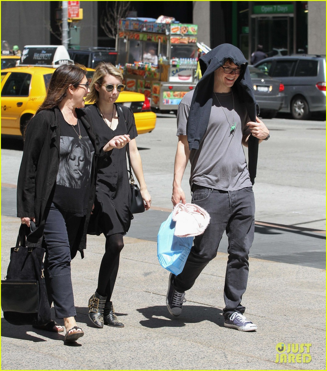 emma roberts saw palo alto co star james franco broadway play 03
