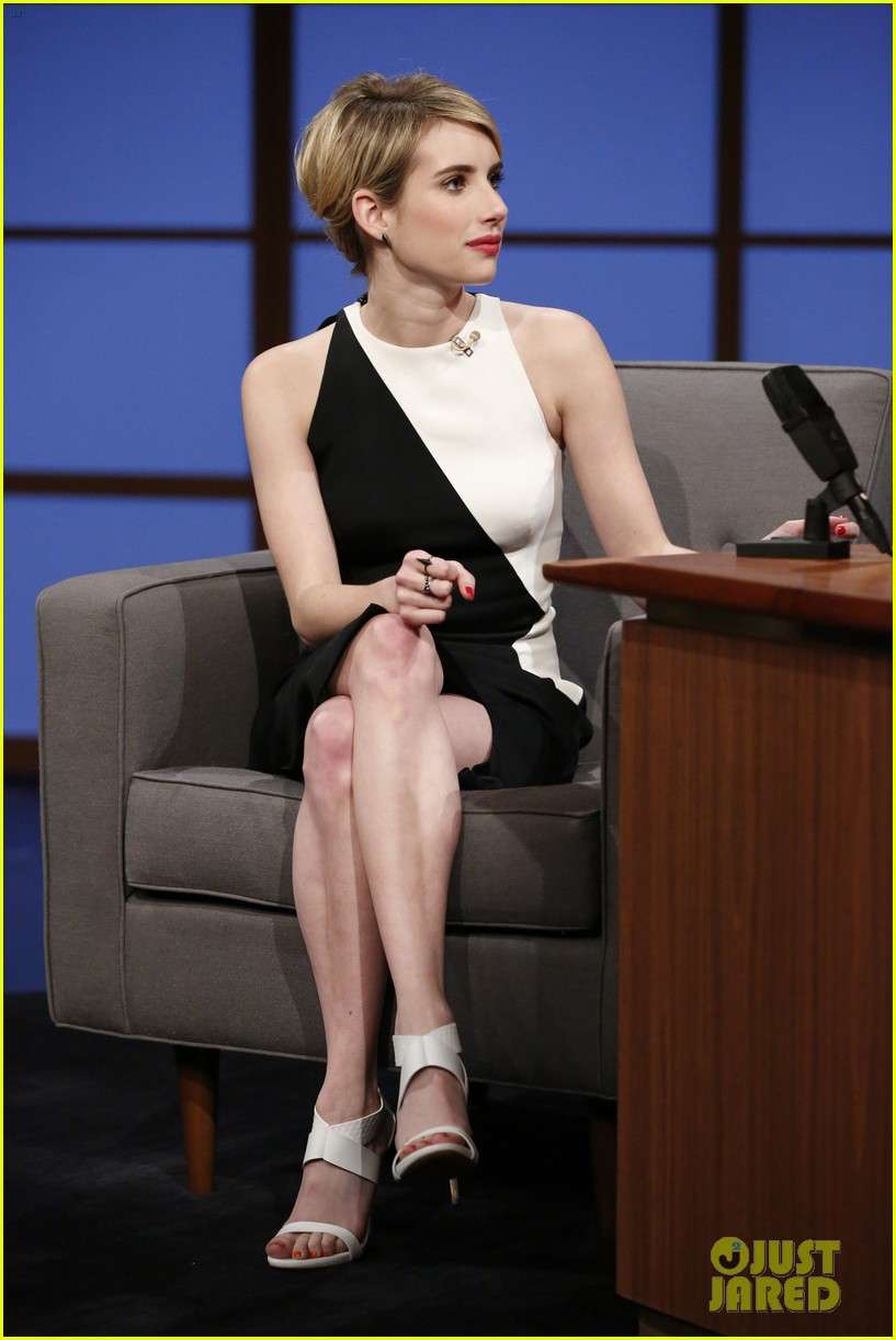 emma roberts dishes on ghost tour experience on late night with seth meyers 023112307