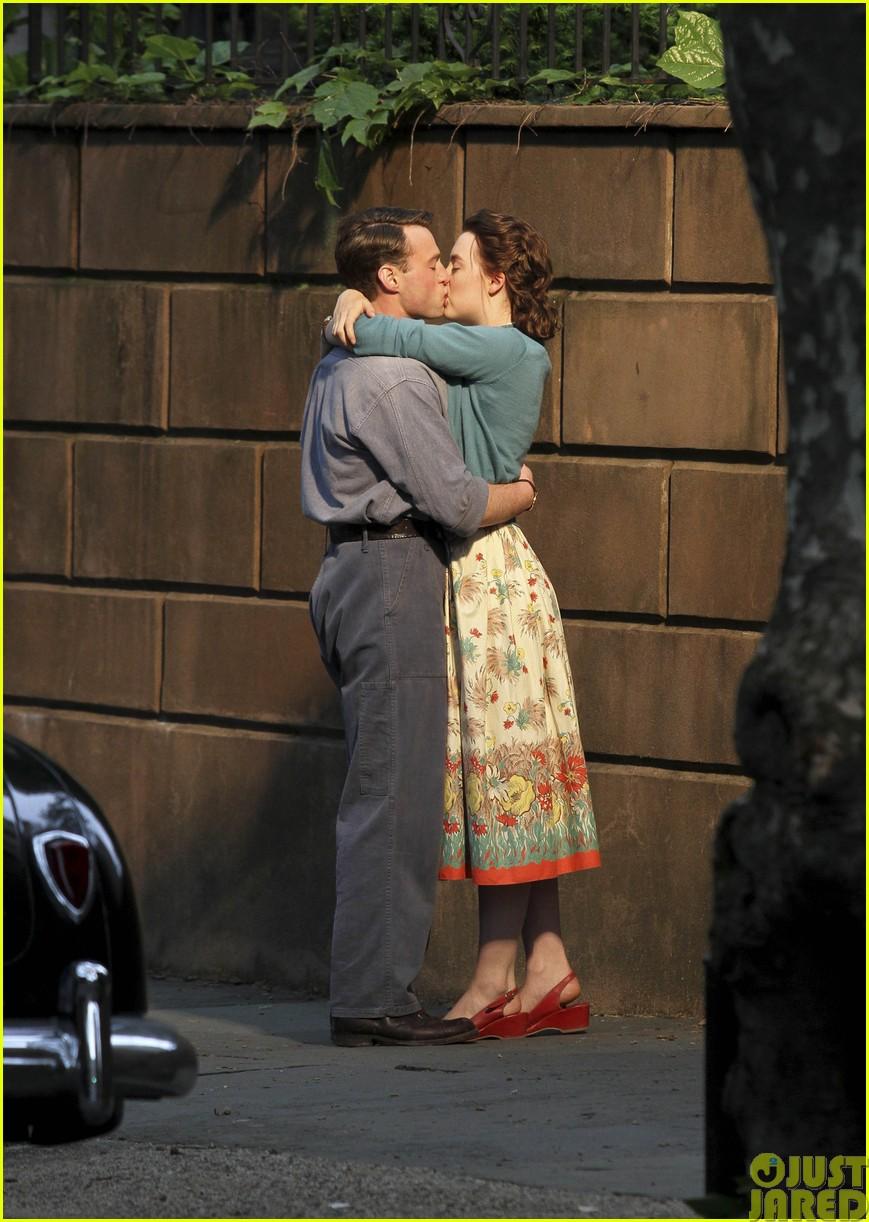 saoirse ronan emory cohen brookyln filming kiss043122001