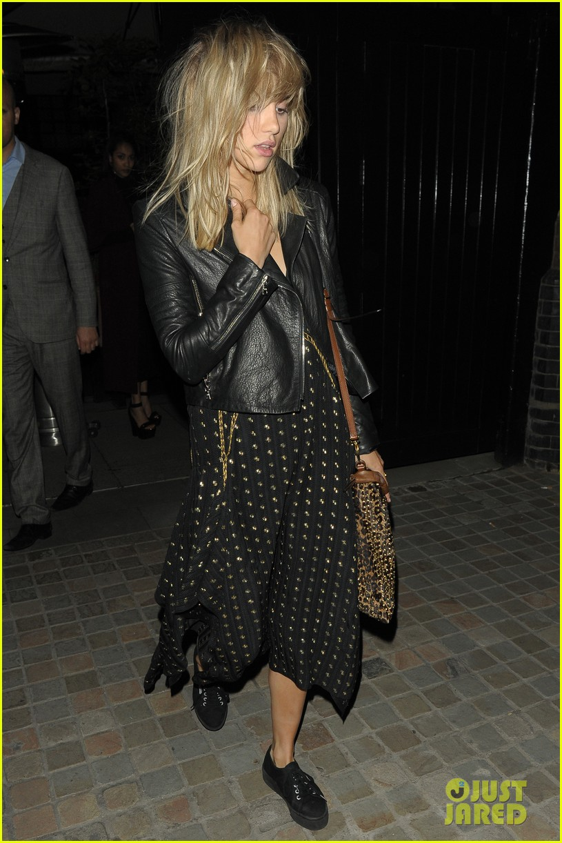 rosie huntington whiteley suki waterhouse chiltern firehouse 15