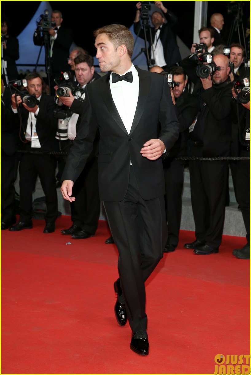 robert pattinson dons a dapper suit for the rover cannes premiere023116645