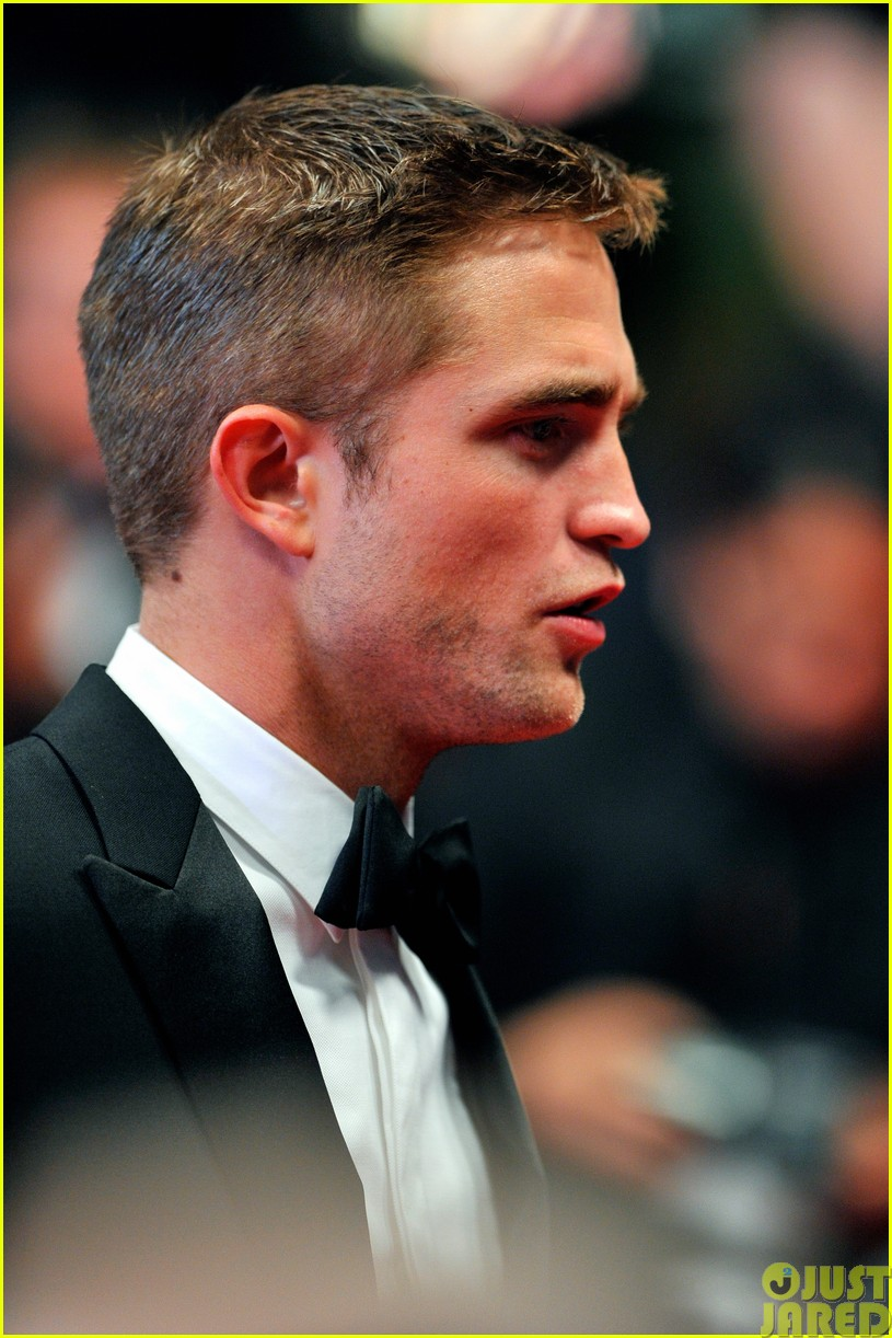 robert pattinson dons a dapper suit for the rover cannes premiere143116657