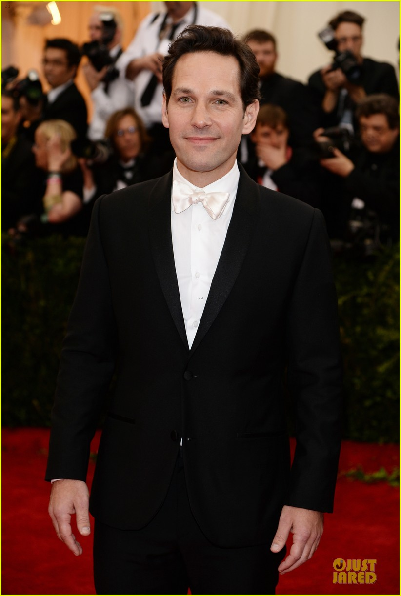 paul rudd happy tuxedo met ball 2014 03