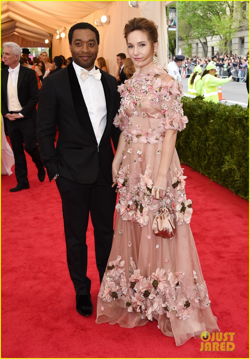 chiwetel ejiofor sari mercer 2014 met ball red carpet 02