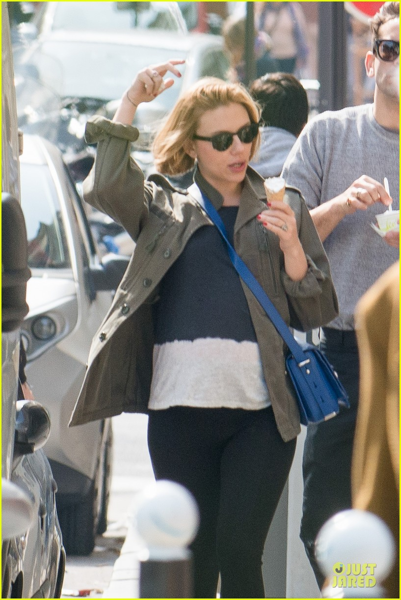 scarlett johansson pregnancy cravings in paris 02