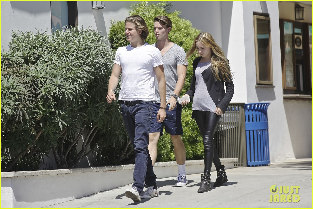 patrick schwarzenegger lunches in malibu with girlfriend tootsie burns 07