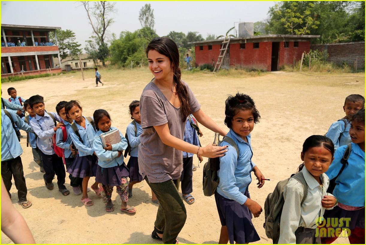 selena gomez travels nepal photos 03