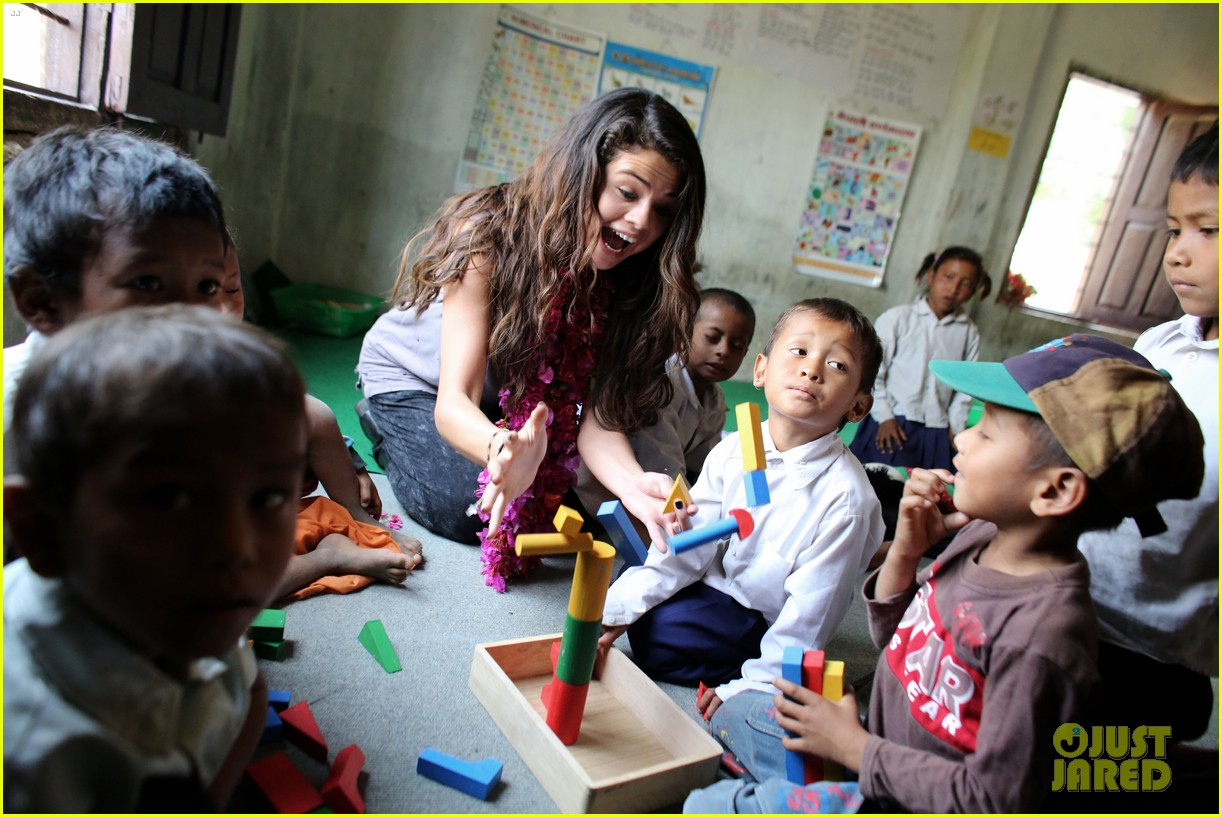 selena gomez travels nepal photos 05