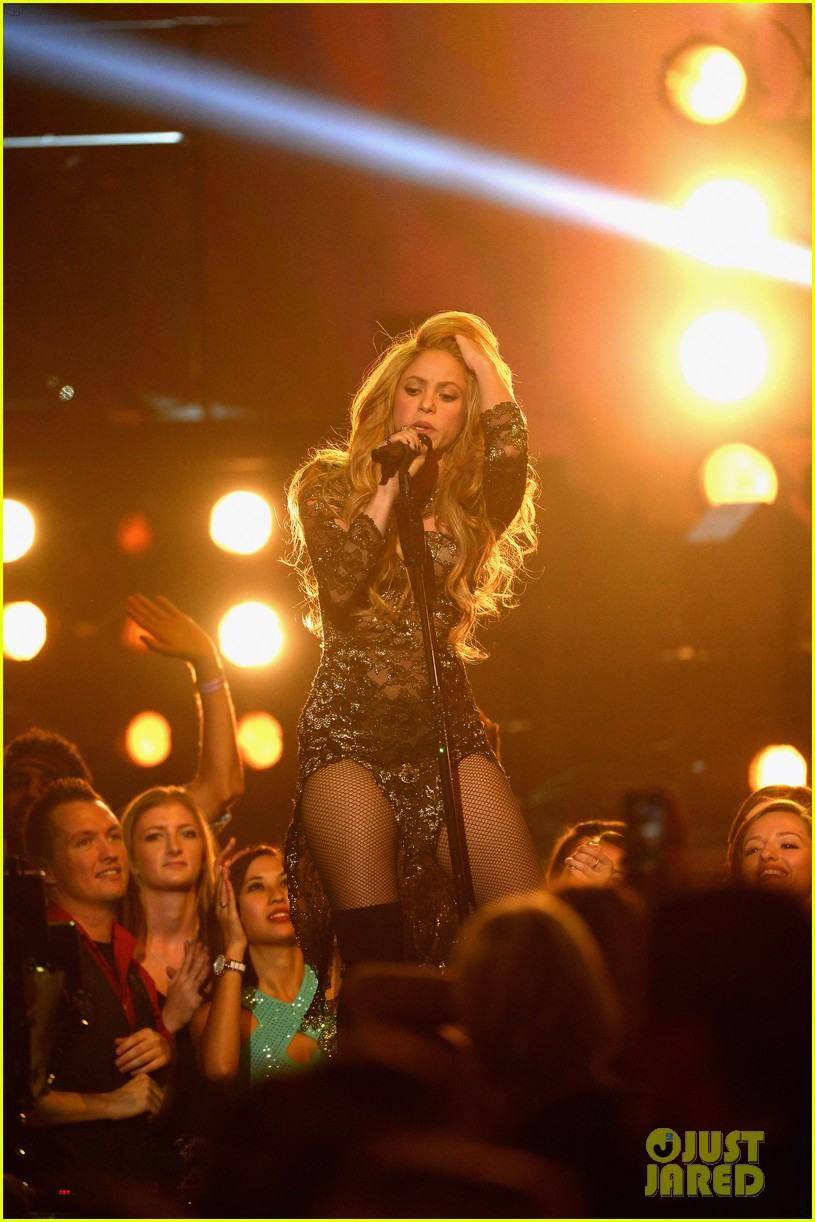 shakira performs billboard music awards 063116814