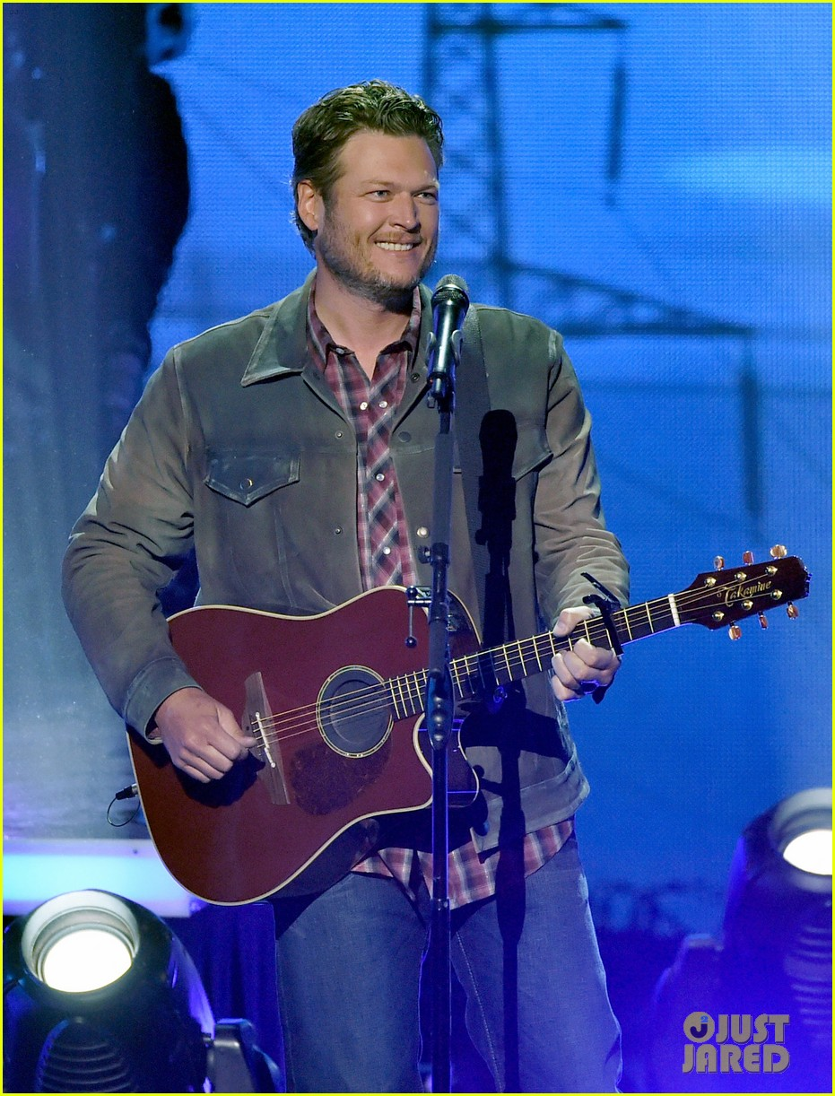 blake shelton iheartradio music awards 2014 013103649