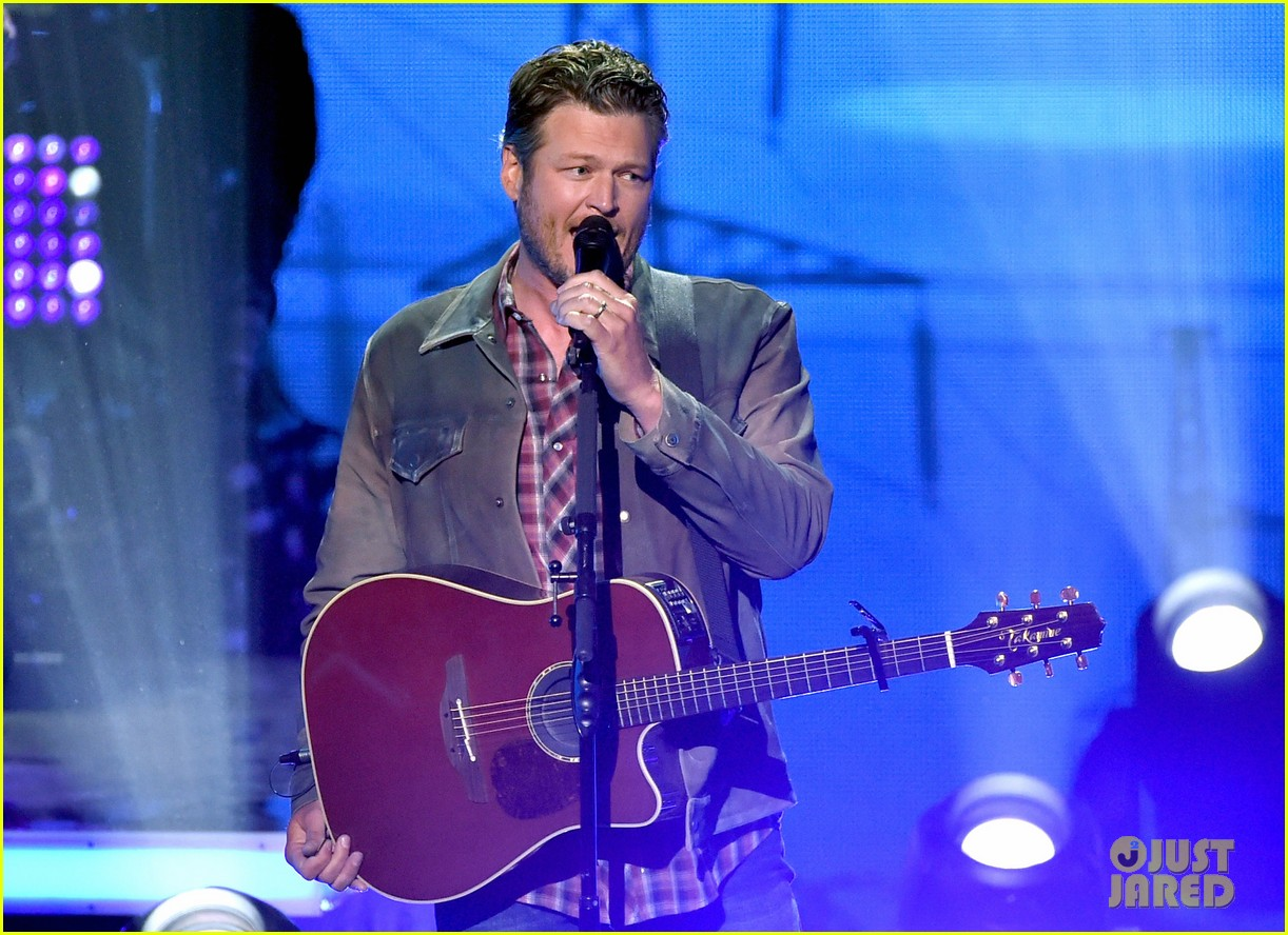 blake shelton iheartradio music awards 2014 073103655