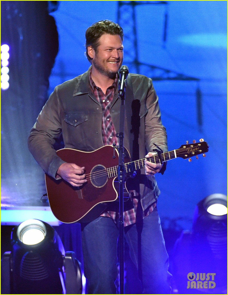 blake shelton iheartradio music awards 2014 09