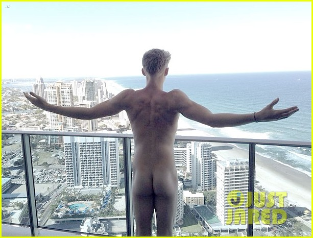 cody simpson goes butt naked in new instagram pic 01