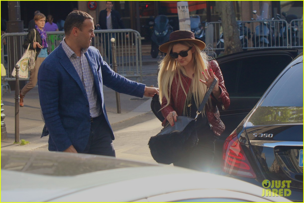 ashlee simpson joins fiance evan ross in paris for mockingjay 06