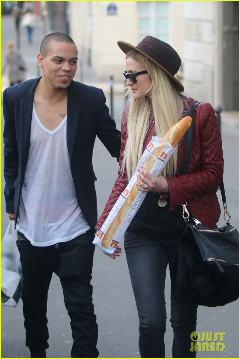 ashlee simpson joins fiance evan ross in paris for mockingjay 203108292