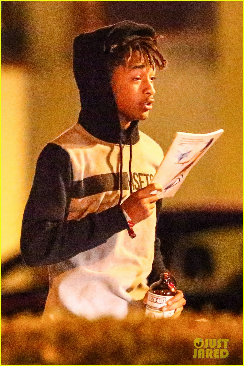 jaden smith grabs dinner with moises arias 02