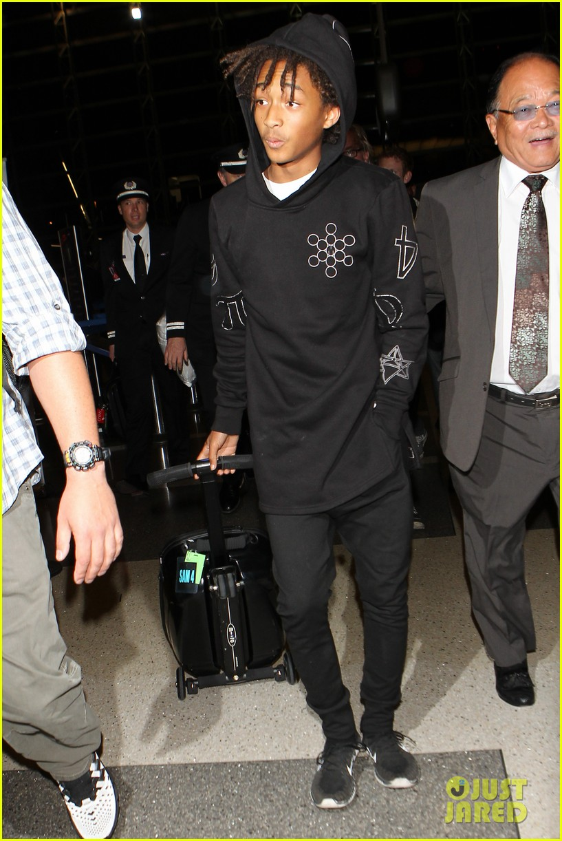 jaden smith flies out of town 013120482