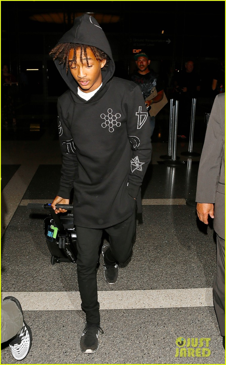 jaden smith flies out of town 033120484
