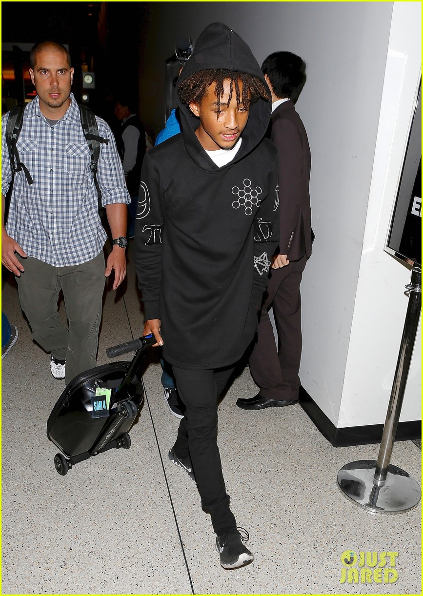 jaden smith flies out of town 123120493