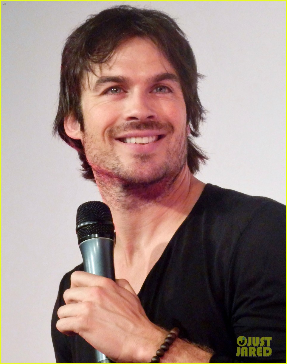 ian somerhalder entertains crowd another day of bloody con 01
