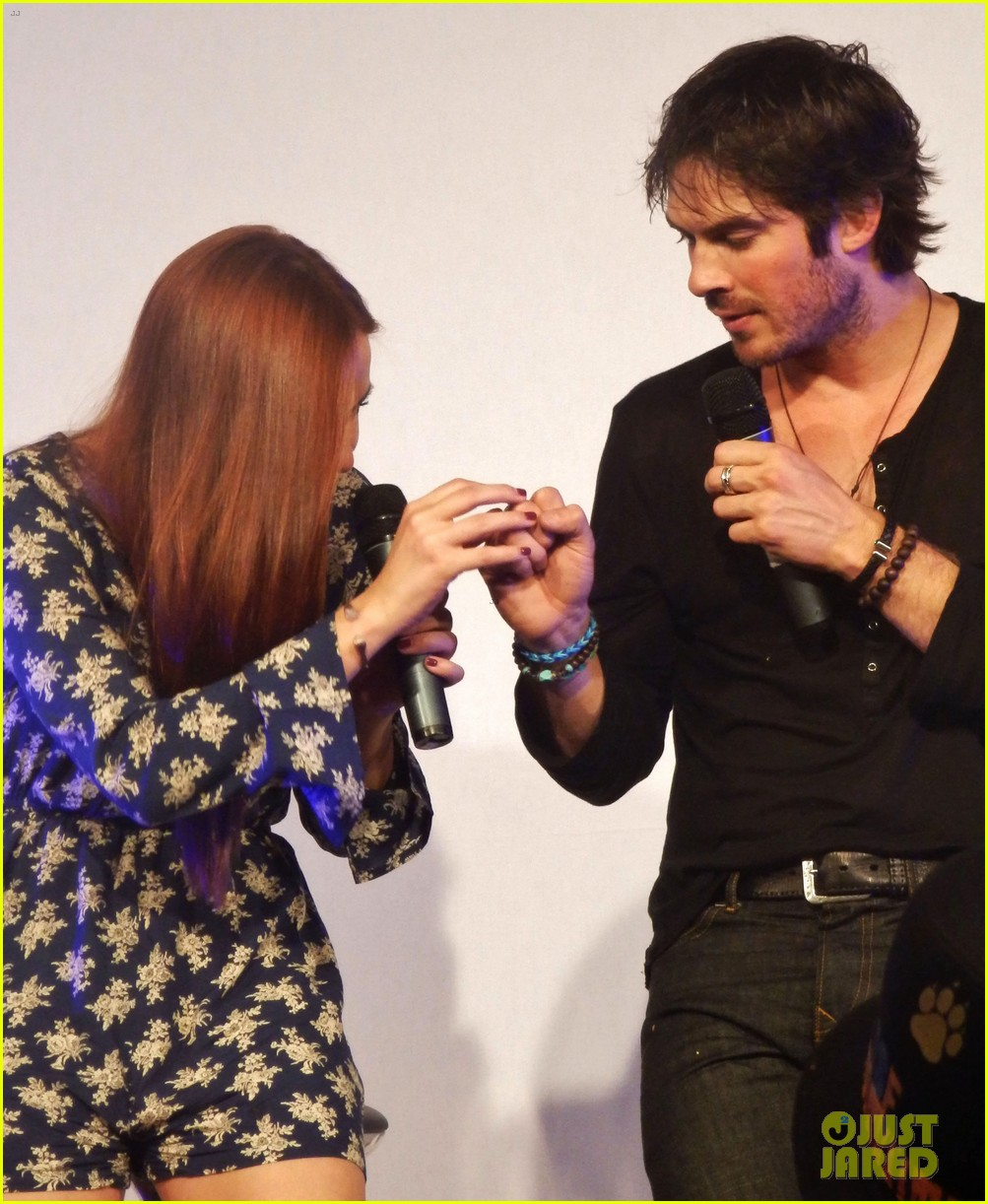 ian somerhalder entertains crowd another day of bloody con 14