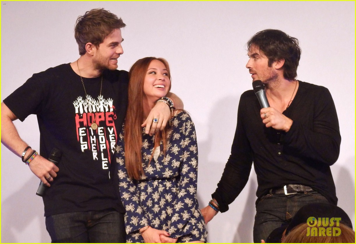 ian somerhalder entertains crowd another day of bloody con 153116065