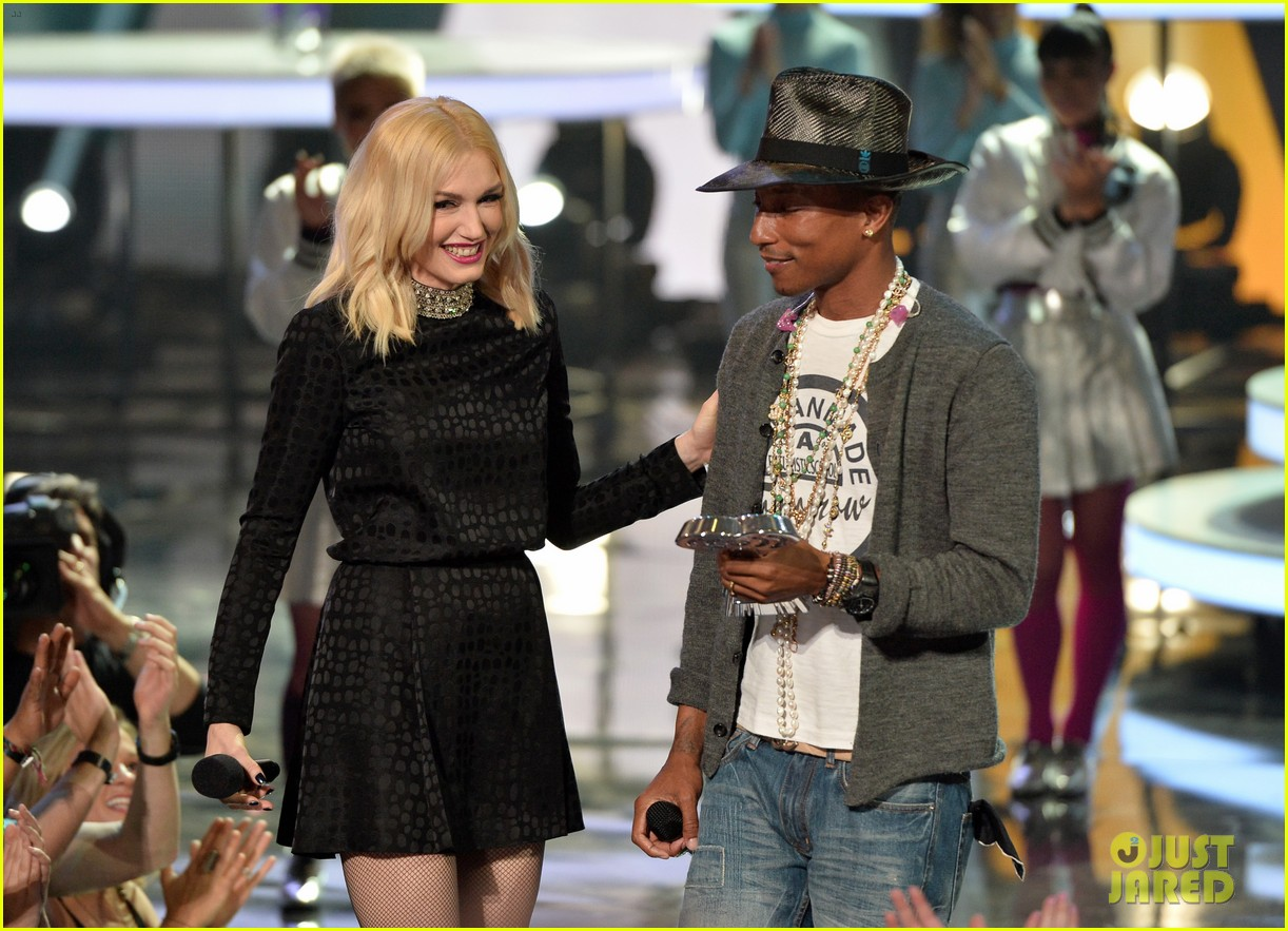 gwen stefani iheartradio music awards 2014 09