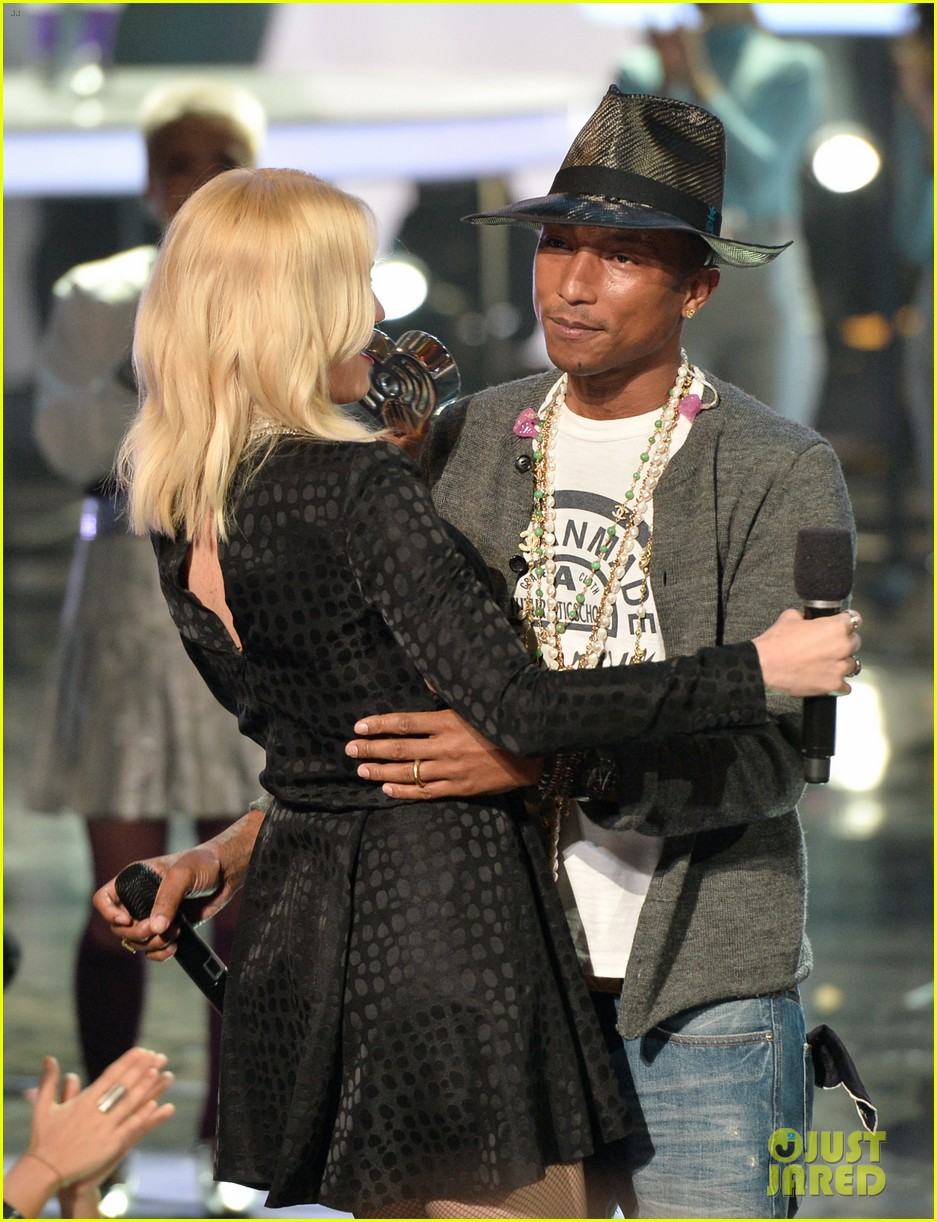 gwen stefani iheartradio music awards 2014 123103640