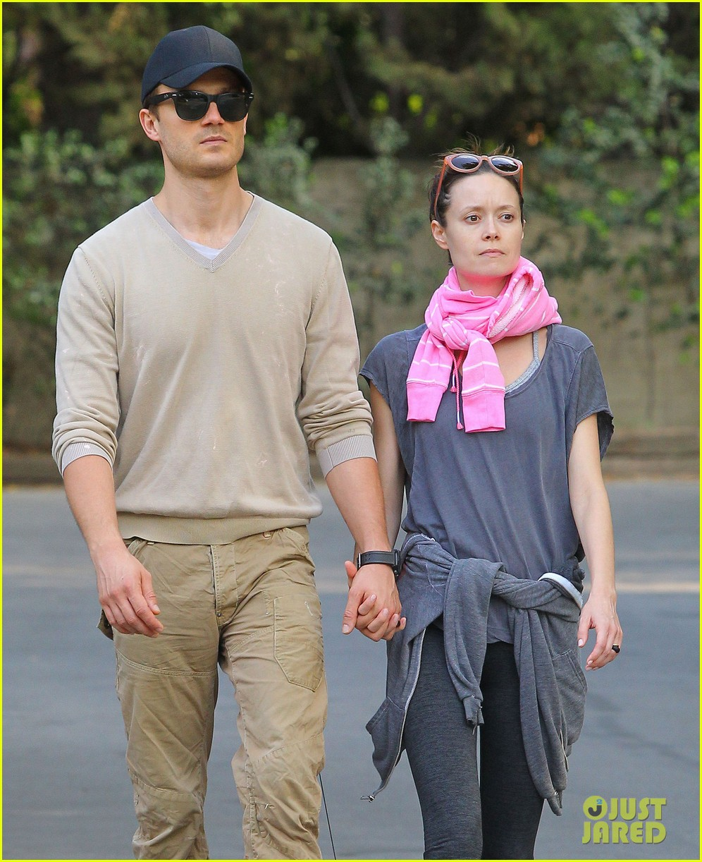 summer glau boyfriend hold hands 09
