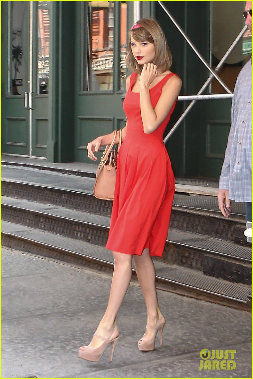 taylor swift red dress meredith met gown 063117476