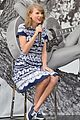 taylor swift climbs trees with kelly osbourne 01
