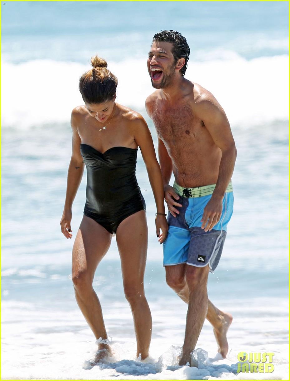 jessica szohr beach boyfriend 02