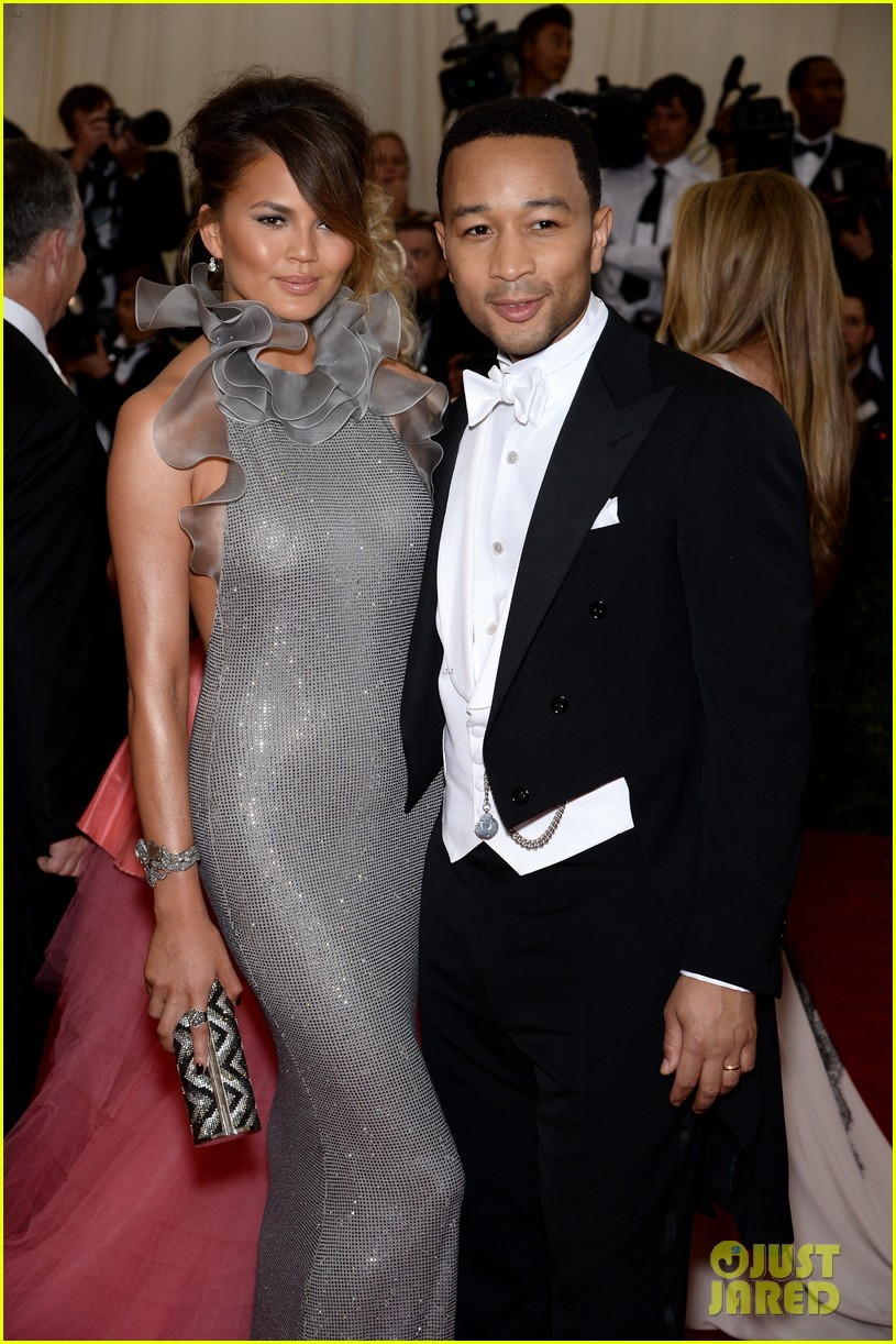 chrissy teigen keeps it classy with hubby john legend at met ball 2014 04