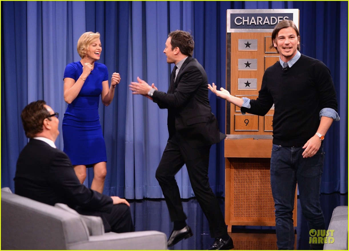 charlize theron josh harnett play charades on tonight show 023118615