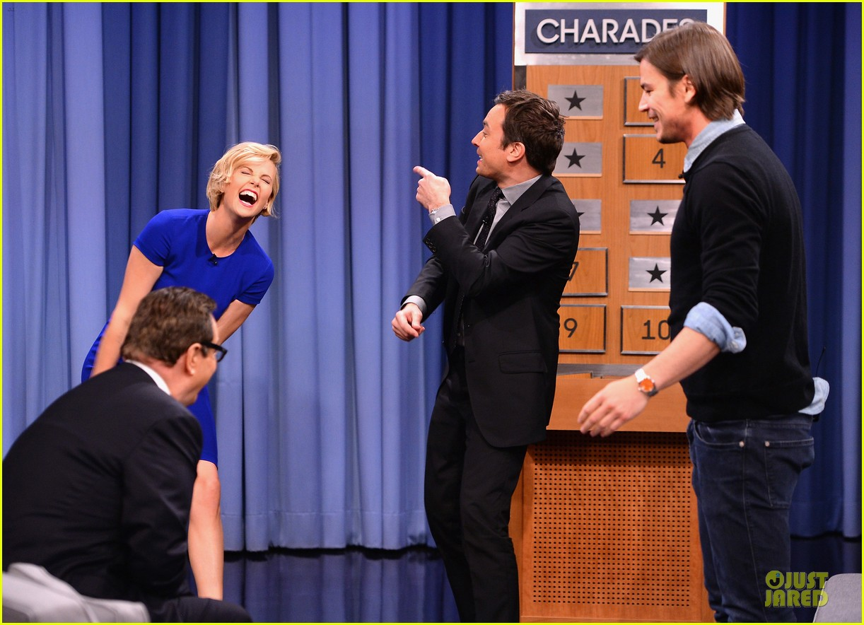 charlize theron josh harnett play charades on tonight show 09