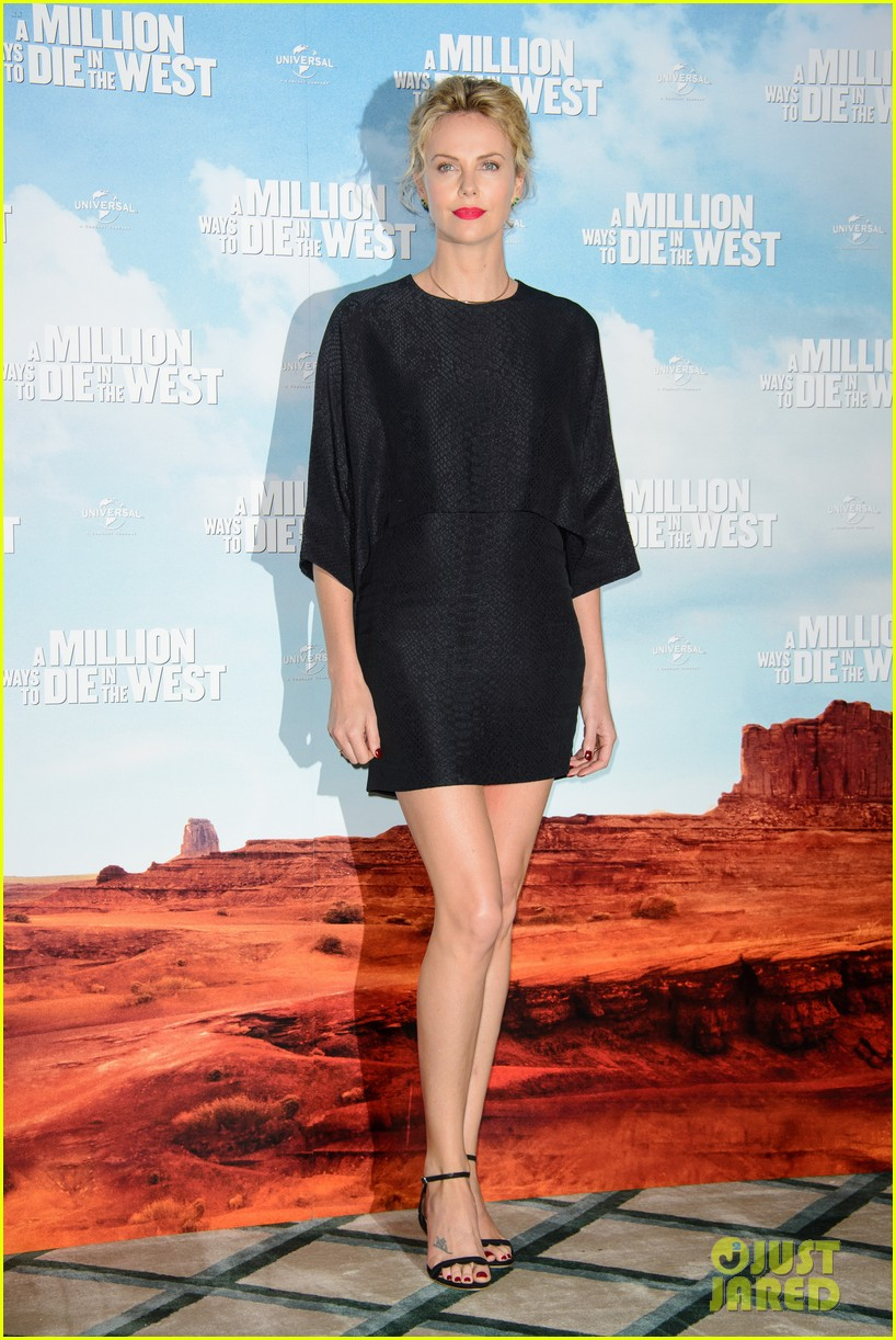 charlize theron amanda seyfried display long legs a million ways photo call 12
