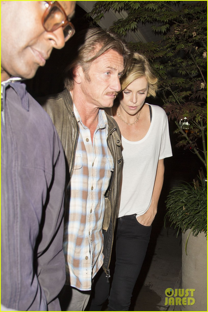 charlize theron sean penn step out for memorial day dinner 09