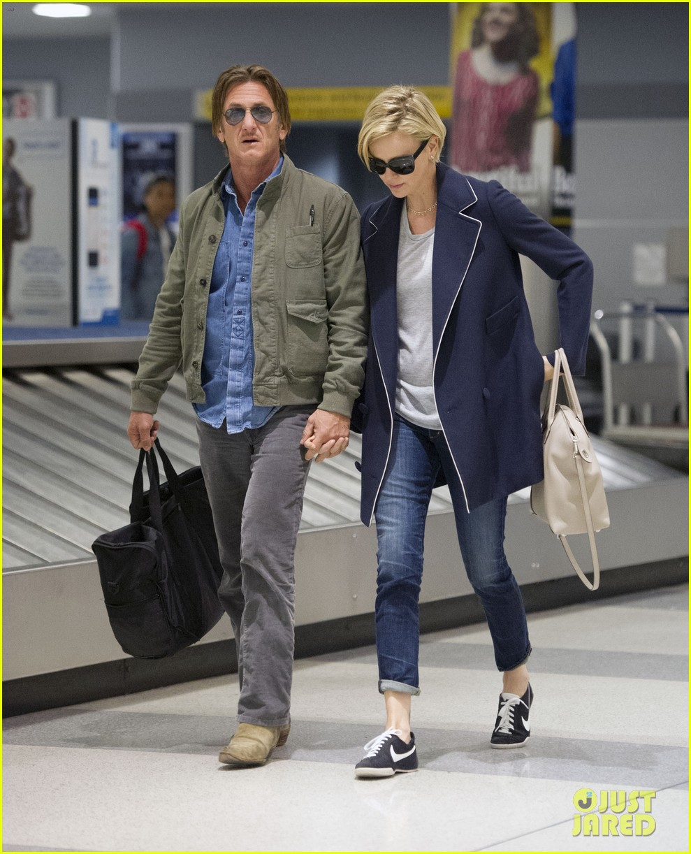 charlize theron sean penn hold hands upon new york arrival 32