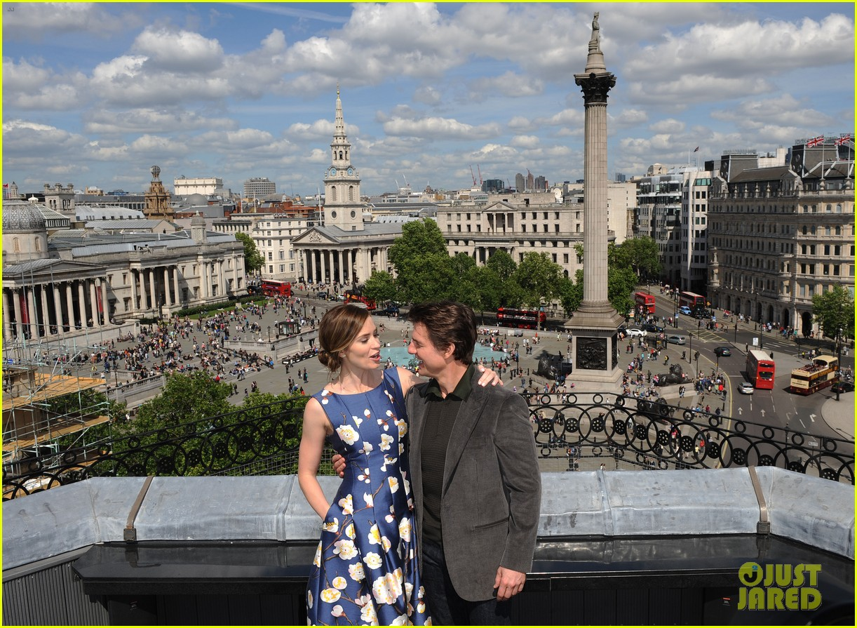 tom cruise emily blunt edge of tomorrow photo call 07