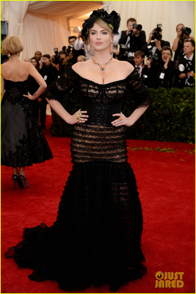 kate upton black floral headdress at met ball 2014 03